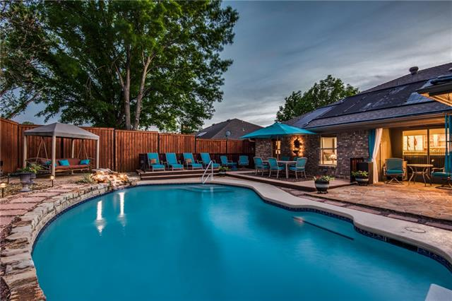 3212 Timber View Circle, Bedford, Texas