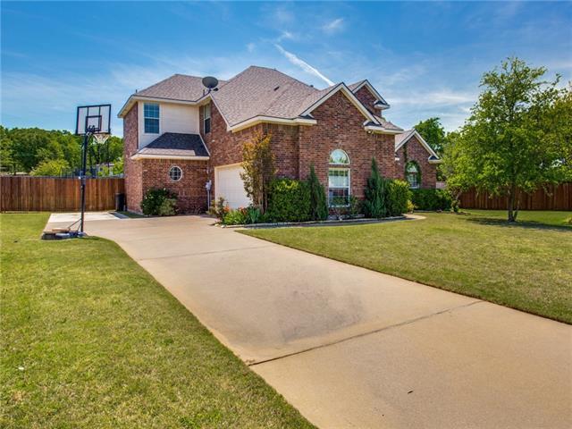 930 Roanoke Court Kennedale, TX 76060