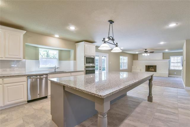 1203 Shady Creek Drive, Euless, Texas