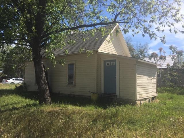 301 Tinkle Street, Winters, TX 79567