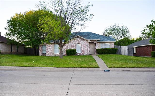 613 Cresent Drive, De Soto, Texas