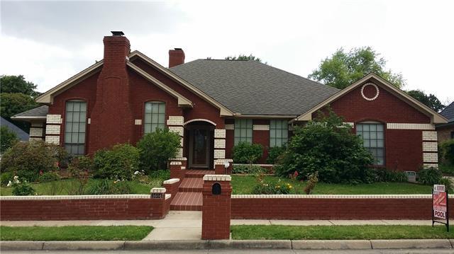 1604 Woodhill Lane, Bedford, Texas