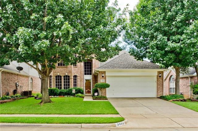 3820 Oak Leaf Lane, Bedford, Texas