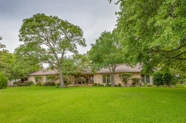 6917 MEADOWCREEK Drive, Addison, Texas