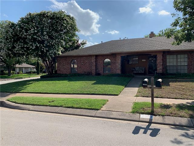2901 Gray Oak Drive, Euless in Tarrant County, TX 76039 Home for Sale