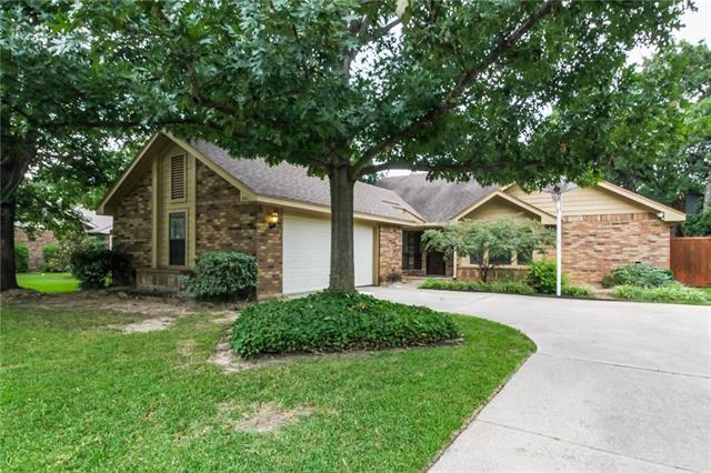 508 Holliday Lane, Euless in Tarrant County, TX 76039 Home for Sale