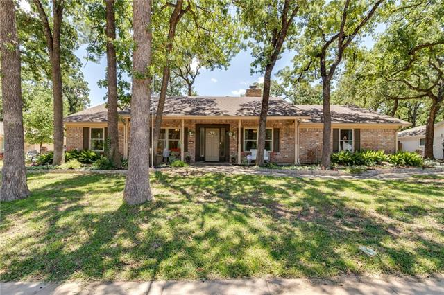 207 W Ash Lane, Euless in Tarrant County, TX 76039 Home for Sale