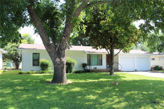 202 Roselawn Street, Coleman, TX 76834