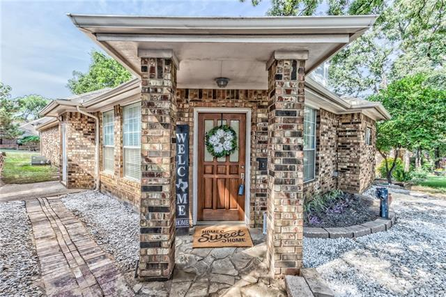 516 E Ash Lane, Euless in Tarrant County, TX 76039 Home for Sale