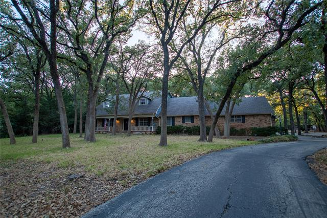 1613 Oak Lane, Euless in Tarrant County, TX 76039 Home for Sale
