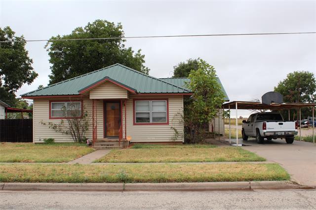 841 N 3rd Avenue, Munday, TX 76371