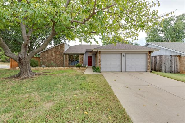 308 Lark Lane, Euless in Tarrant County, TX 76039 Home for Sale