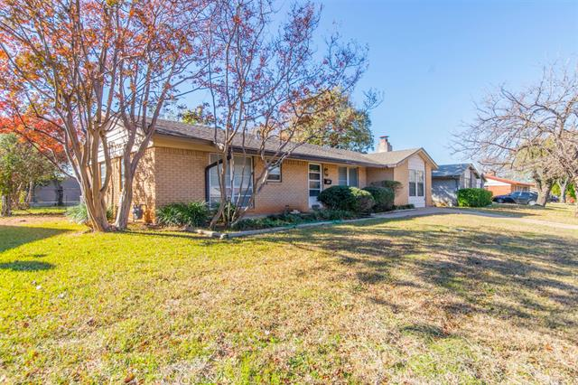 400 Westwood Drive, Euless in Tarrant County, TX 76039 Home for Sale
