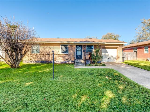 106 Ridgecrest Drive, Euless in Tarrant County, TX 76040 Home for Sale