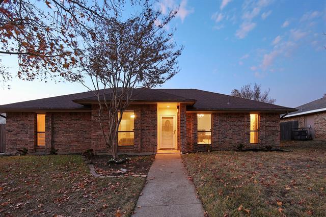 916 Hillside Lane, Flower Mound, Texas