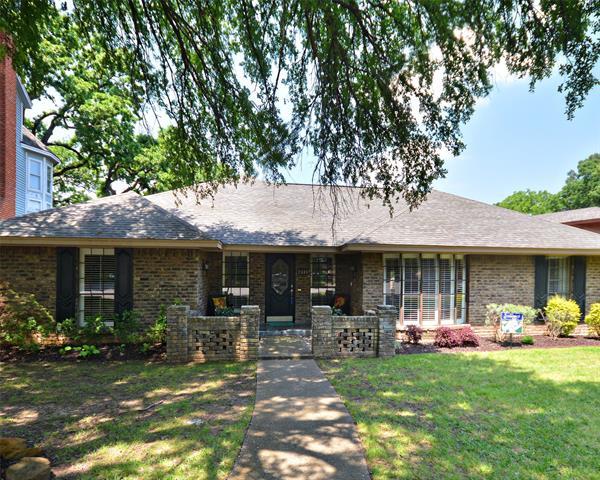 2304 Bradwood Court, Arlington North, Texas