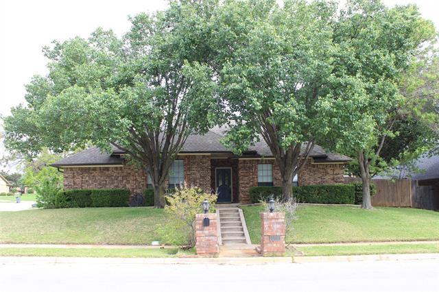514 Allen Drive, Euless, Texas