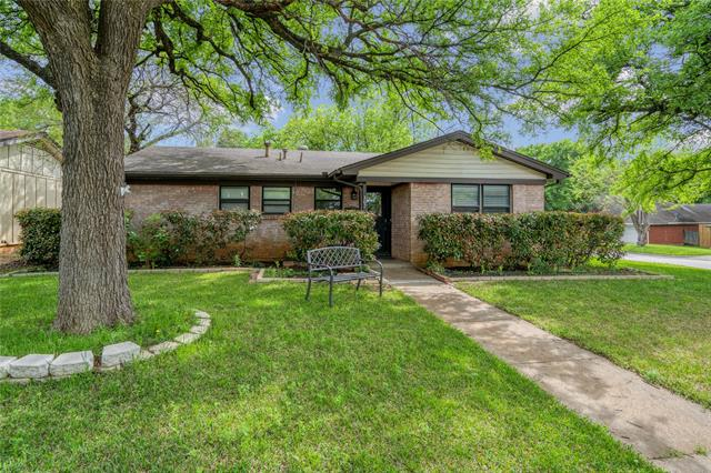 307 Oakwood Drive, Euless, Texas