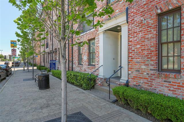 555 S Cesar Chavez Boulevard, one of homes for sale in Dallas Downtown