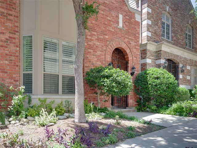 2911 Bookhout Street, one of homes for sale in Dallas Downtown