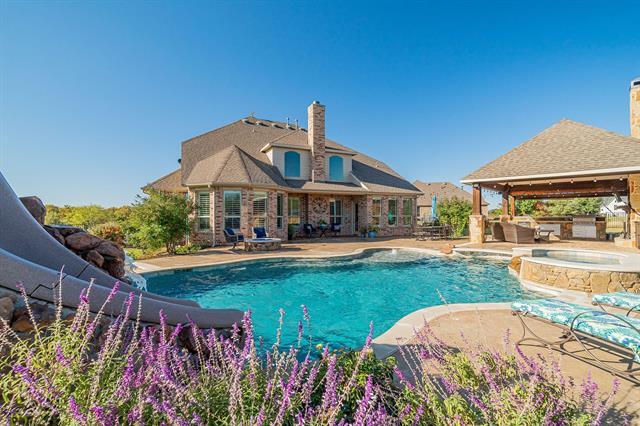 2890 Forest Hills Drive, Aubrey, Texas
