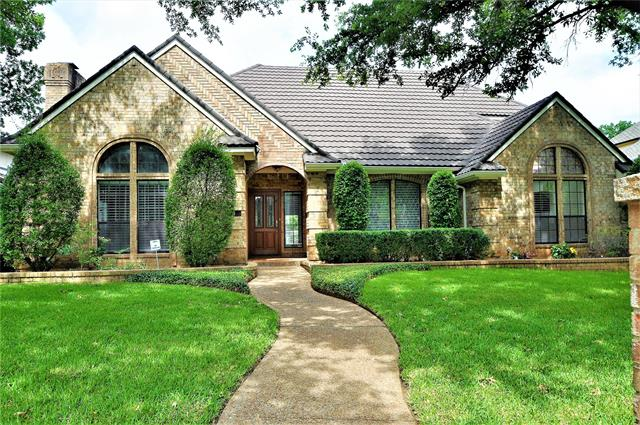 2806 Briar Knoll Drive, Arlington North, Texas
