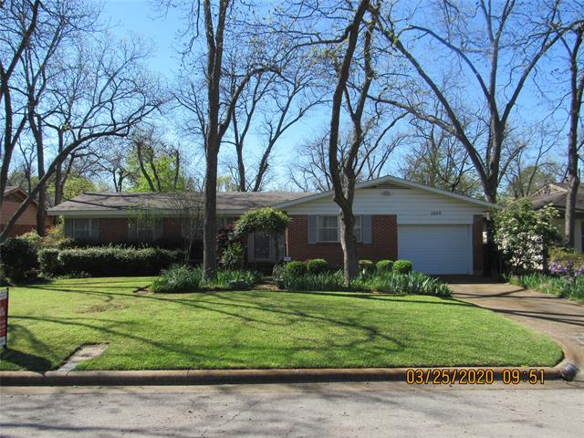 1520 Larkspur Drive, Arlington Central in Tarrant County, TX 76013 Home for Sale