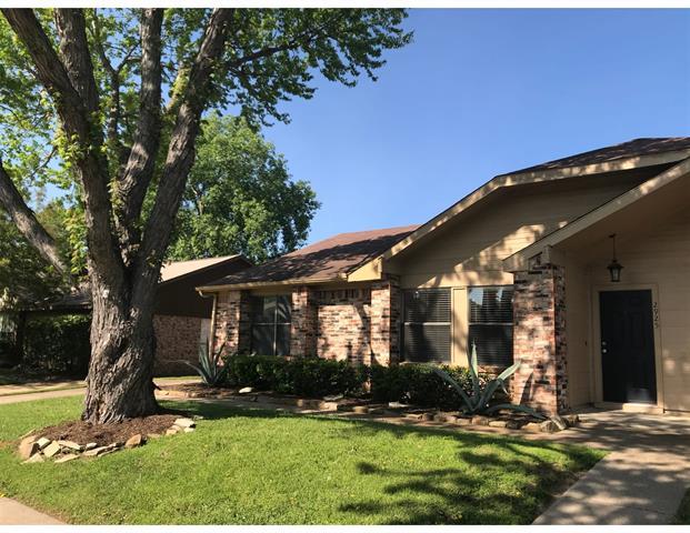 2925 Gray Oak Drive, Euless, Texas