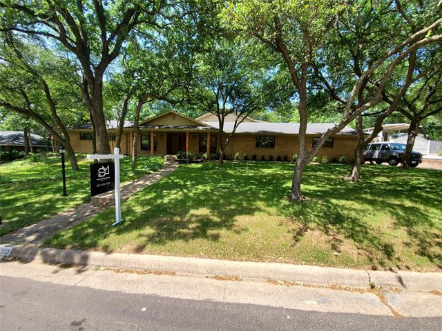 1300 Driftwood Drive, Euless, Texas