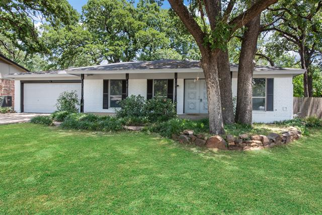 One of Arlington Central 3 Bedroom Homes for Sale at 2511 Warwick Drive