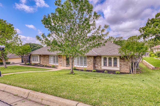 2106 Hill Country Drive, Arlington North, Texas
