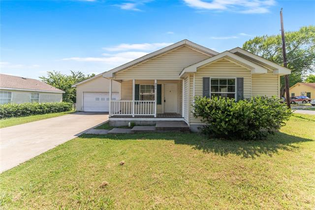 One of Corsicana 3 Bedroom Homes for Sale at 900 S 31st Street