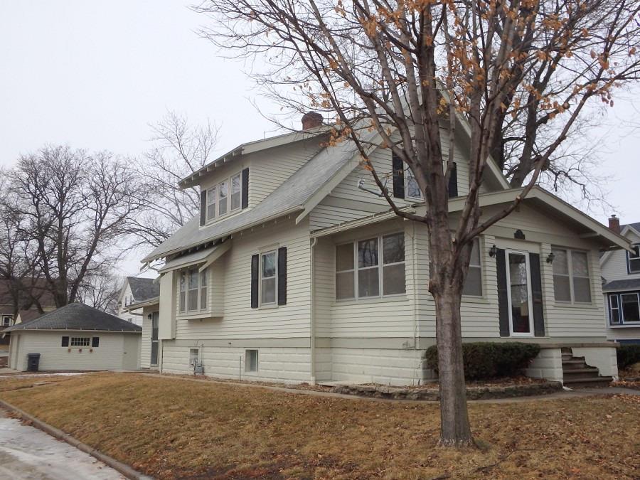105 2nd Ave NE, Sioux Center, IA 51250