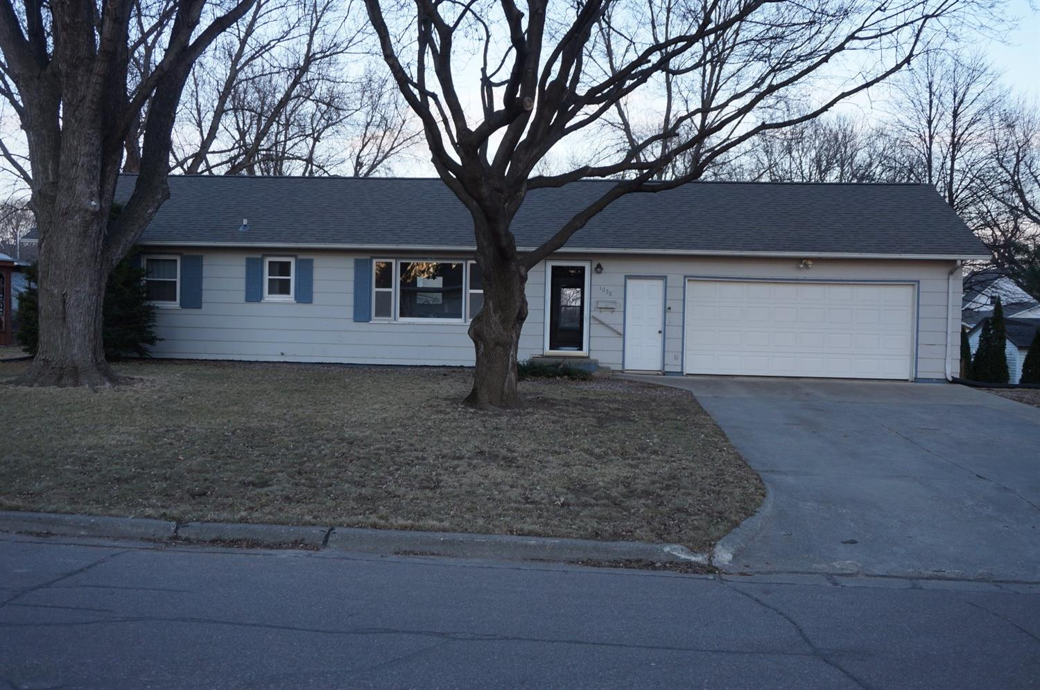 Photo of 1058 1st Avenue  Sioux Center  IA