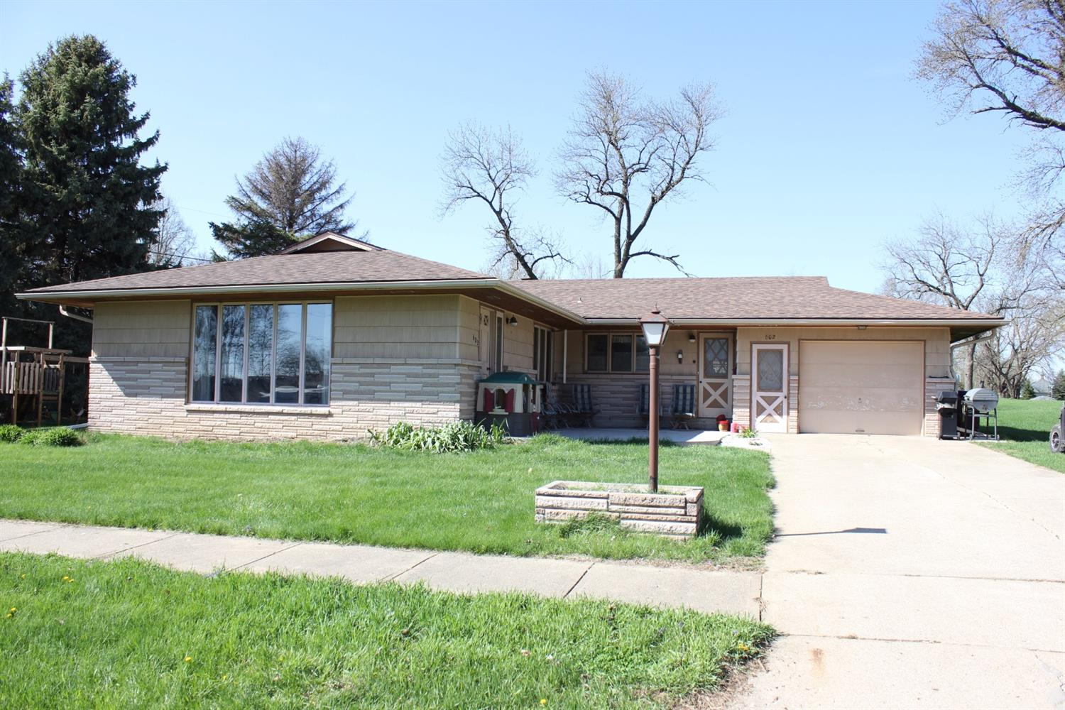 Photo of 602 6th Street  Ireton  IA