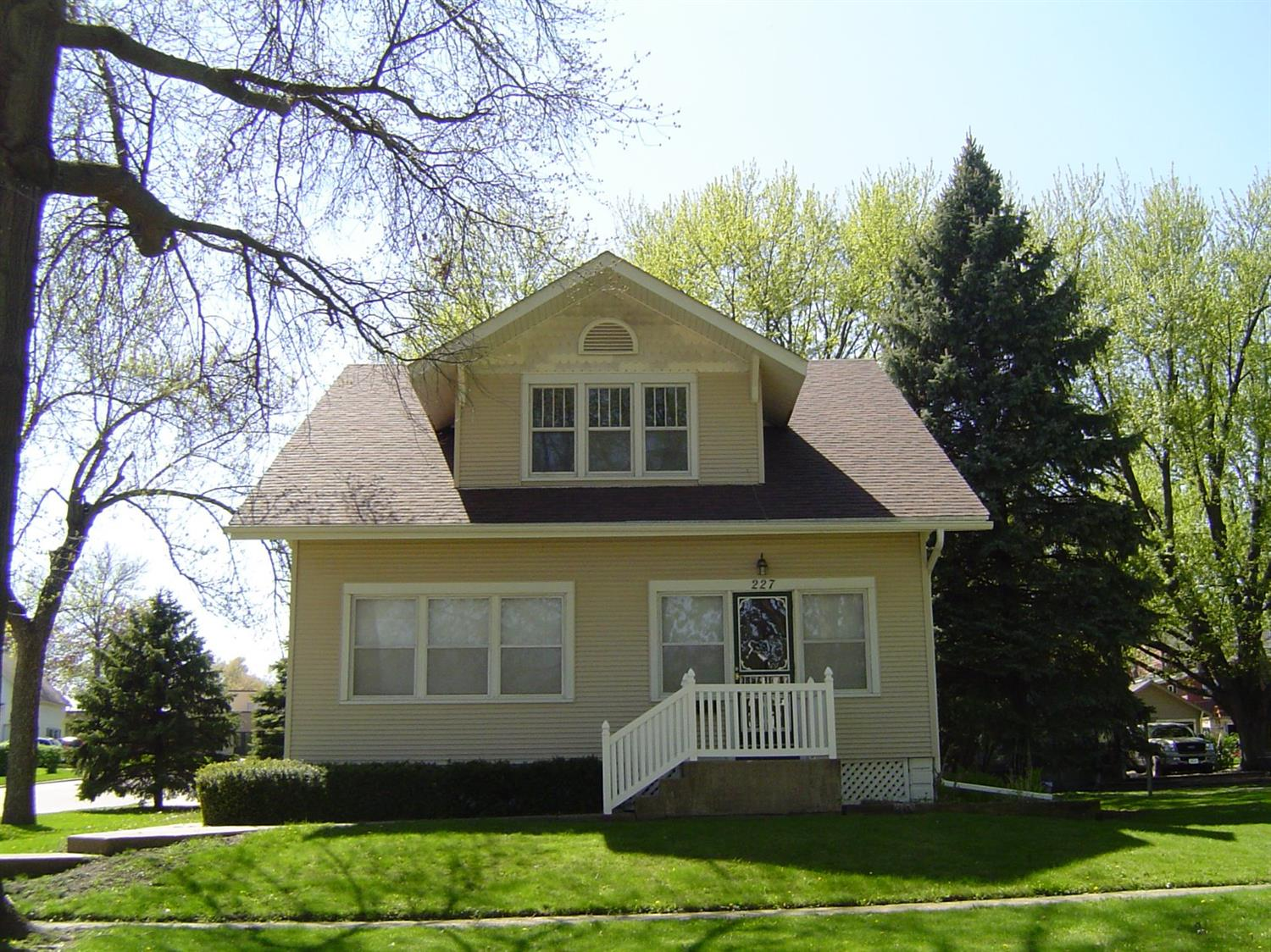Photo of 227 1st Ave SE  Sioux Center  IA