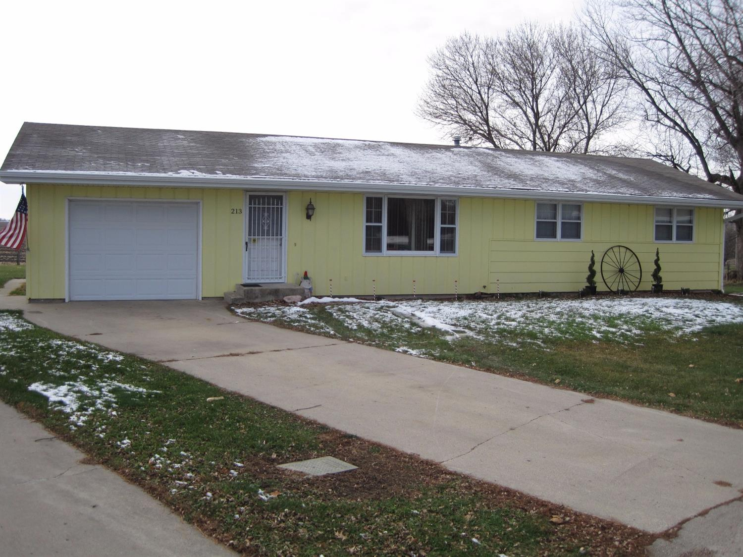Photo of 213 Falcon Court  Meriden  IA