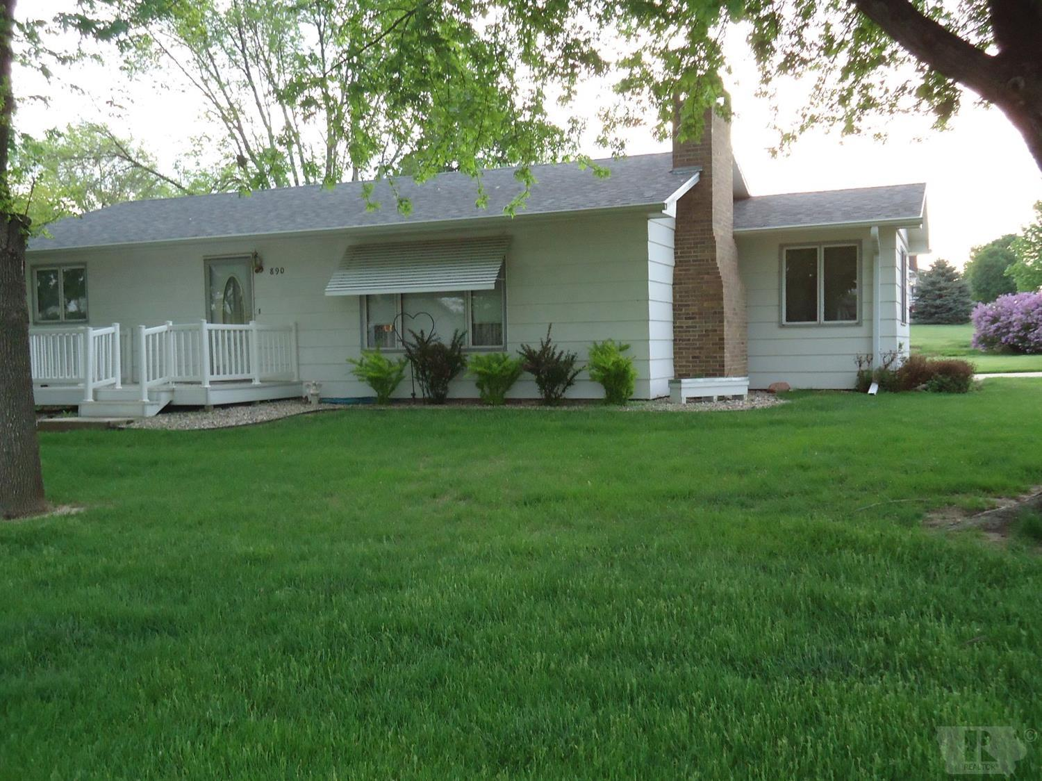 Photo of 890 Country Club Dr  Akron  IA