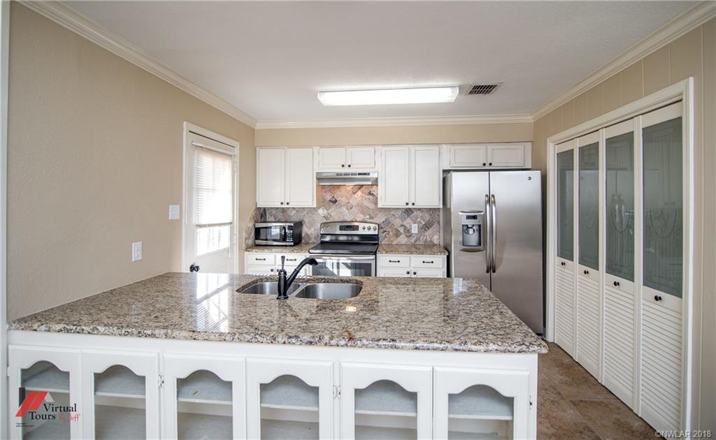 One of Shreveport 3 Bedroom Homes for Sale at 10128 Carlsbad Drive