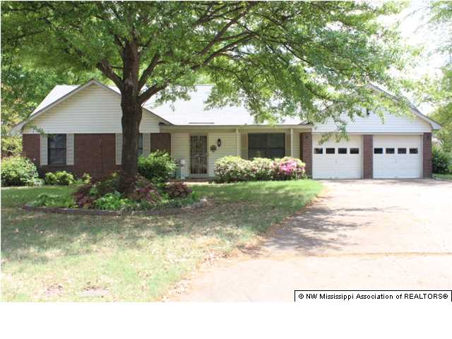 327 Grovewood Cv, Southaven, MS 38671