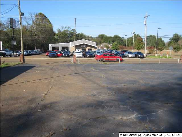 321 E Main St, Senatobia, MS 38668
