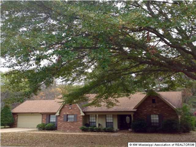 222 Clearview Dr, Senatobia, MS 38668