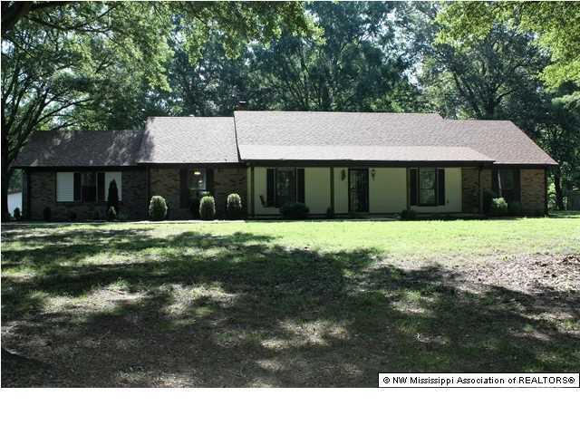 4090 Red Oaks Dr, Horn Lake, MS 38637
