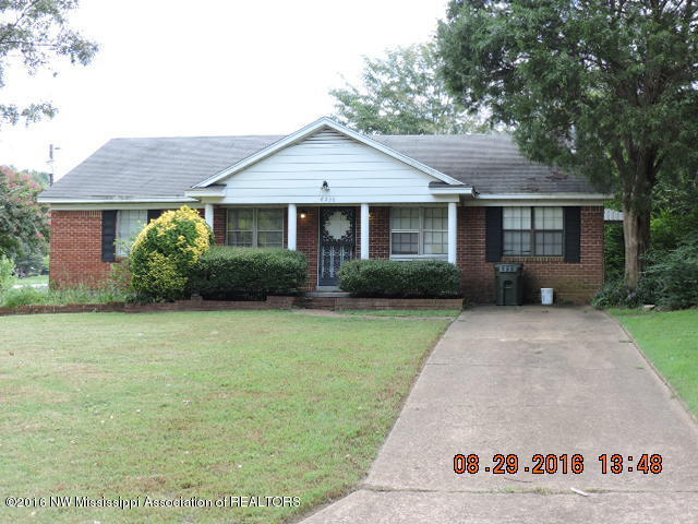 Photo of 8236 Southaven Circle  Southaven  MS