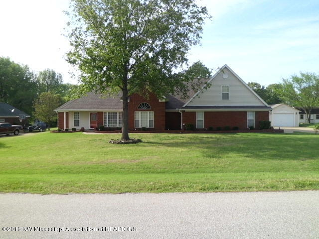 2060 Wood Hill Dr, Horn Lake, MS 38637