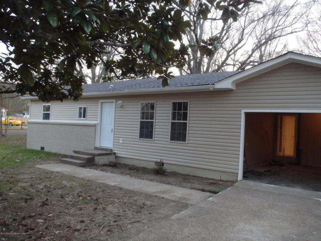 Photo of 207 Camille Street  Senatobia  MS
