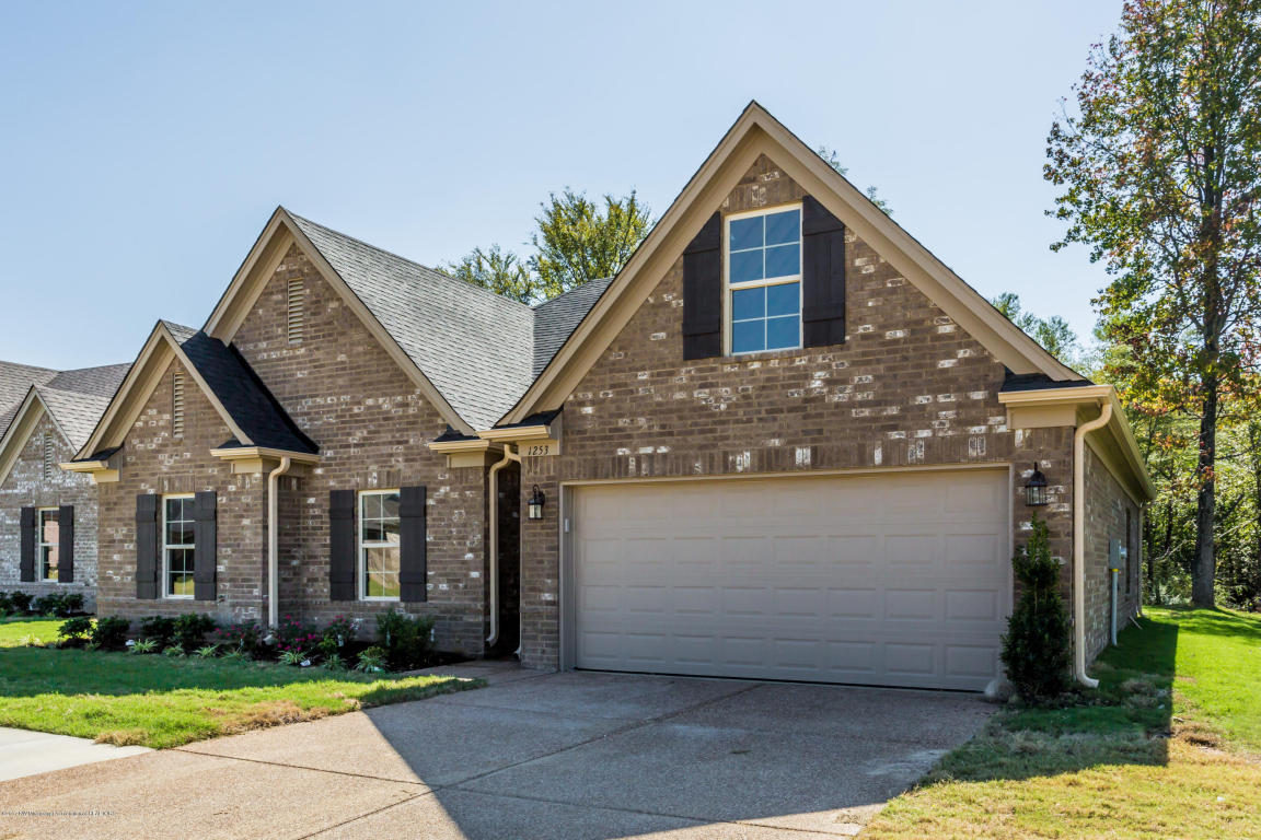 Photo of 1253 Hemlock Drive  Southaven  MS