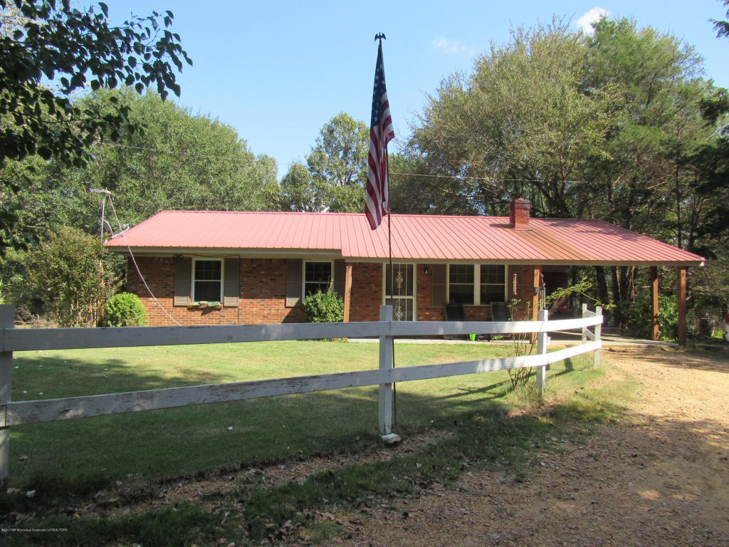 Photo of 136 N Compton Road  Coldwater  MS