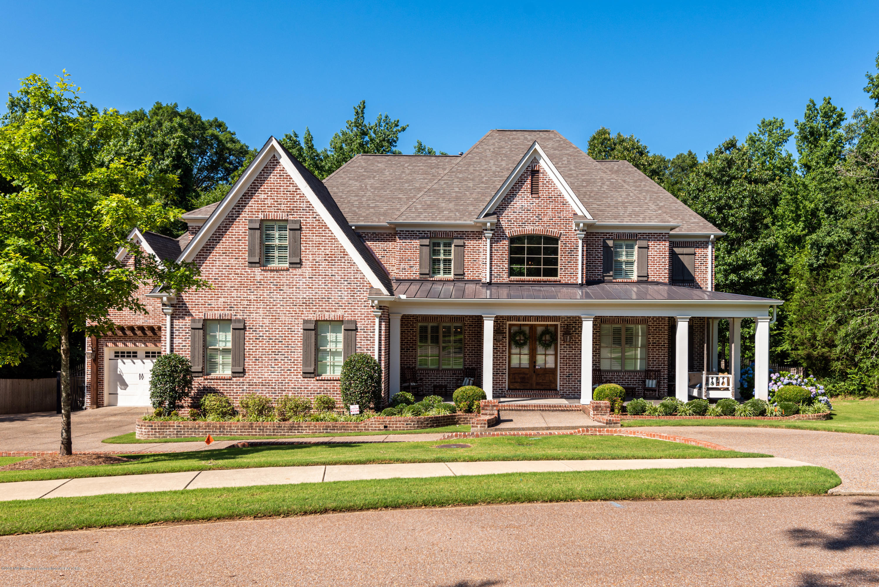 13833 Valley Oaks Drive, one of homes for sale in Olive Branch
