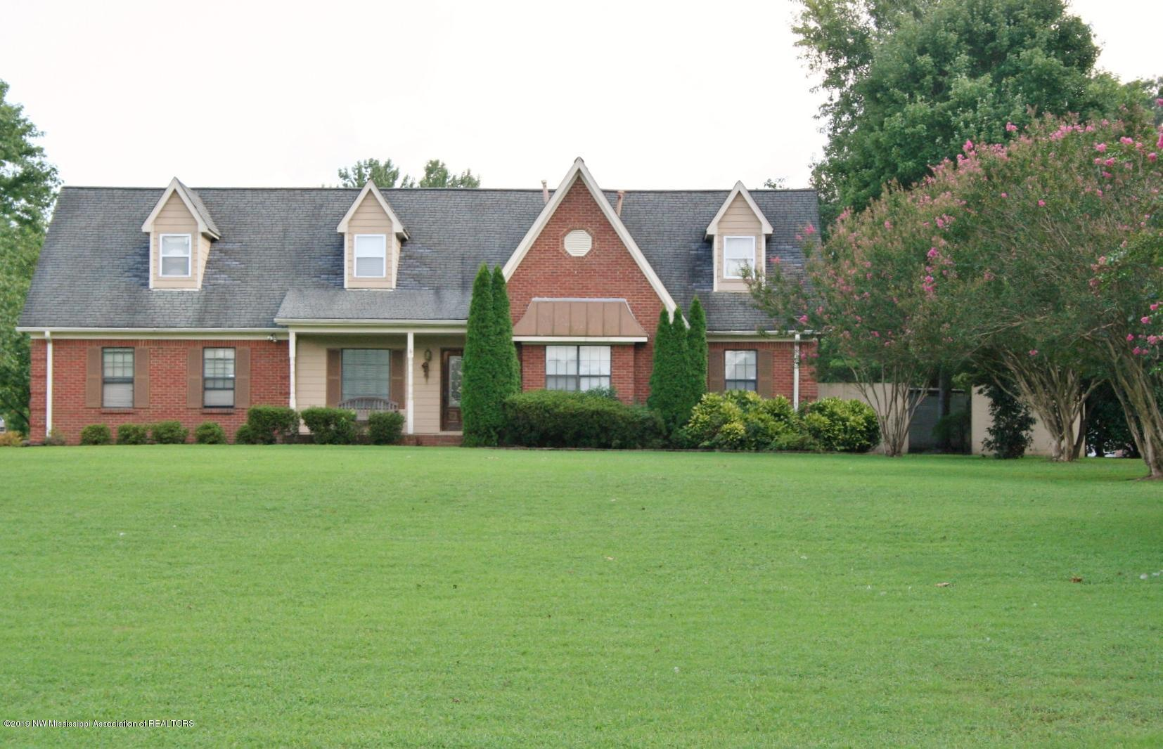 One of Olive Branch 5 Bedroom Homes for Sale at 5655 Shasta Lea Drive
